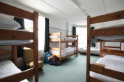 manor-house-backpackers-bunks