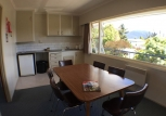 teanau-lakefront-kitchen-seating